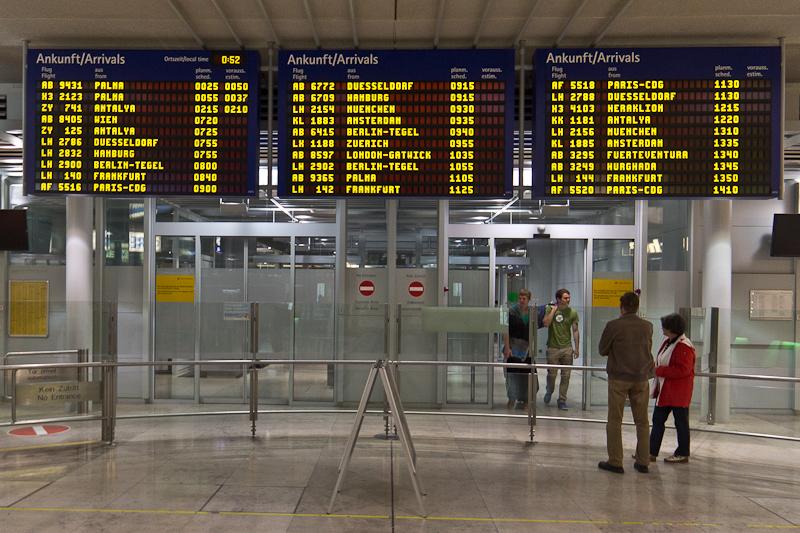 Ankunftstafel Flughafen Nürnberg