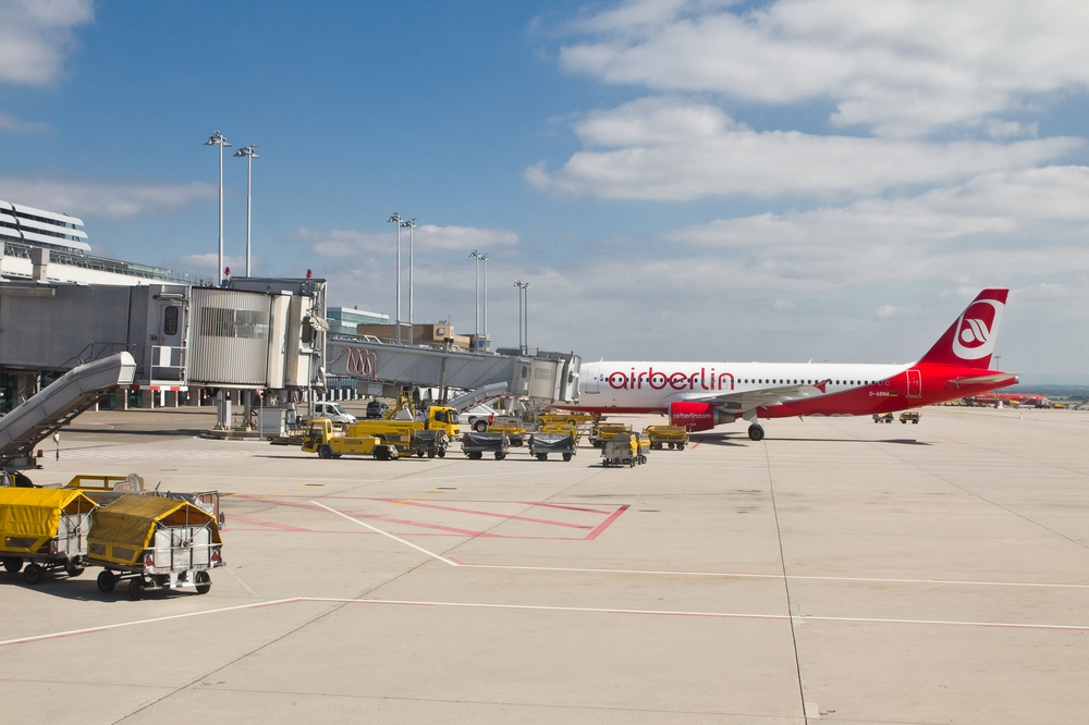 Pauschalreise Teneriffa Urlaub Vorfeld Flughafen Stuttgart