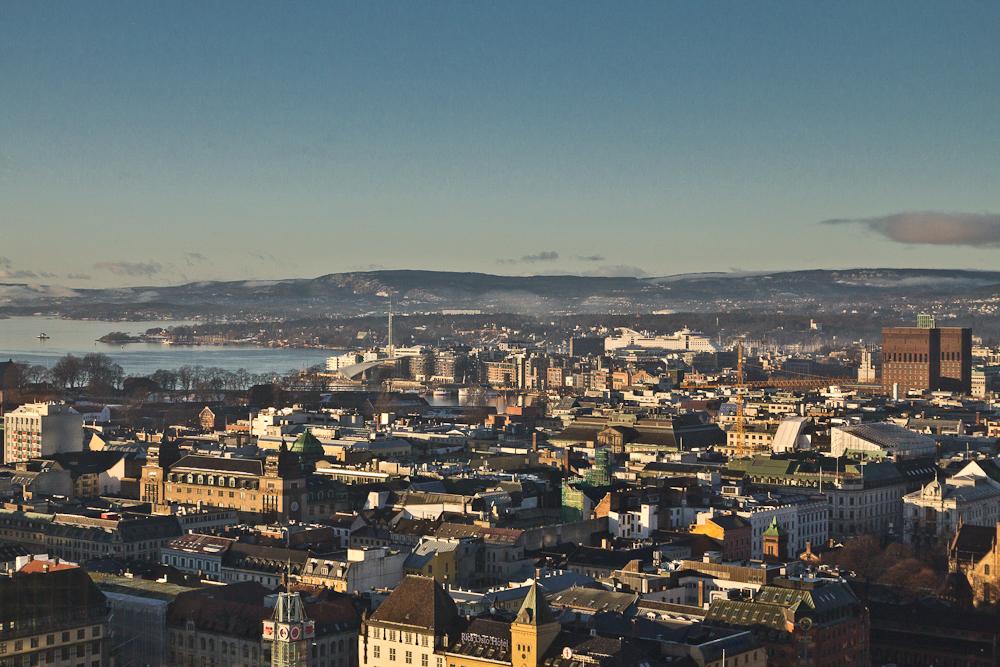 Aussicht vom Radisson Blu Plaza Hotel über Oslo bei Sonne