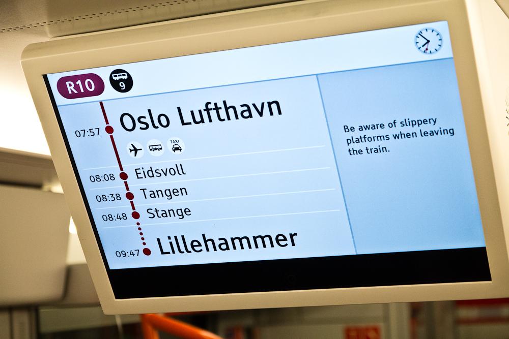 NSB Anzeige Zug zum Flughafen Oslo