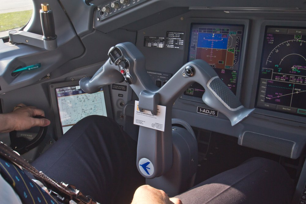 Yoke Steuernhorn Cockpit Jumpseat Embraer 195