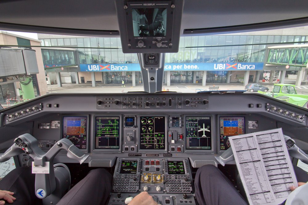 Cockpit Embraer 195 Jumpseat Bergamo