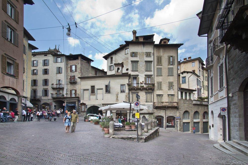 Piazza Mercato delle Scarpe Bergamo Citta Alta