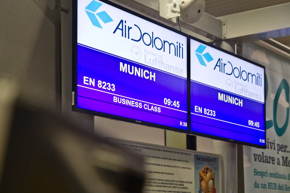 Air Dolomiti Checkin Flughafen Bergamo