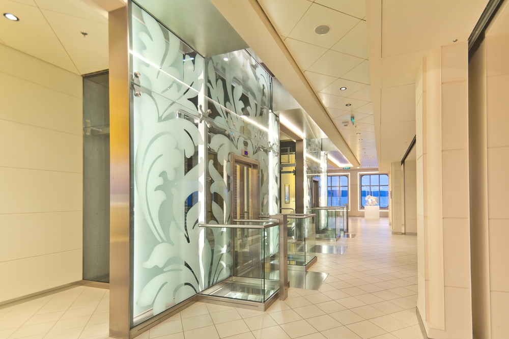 MS Europa 2 Interior Aufzug Elevator