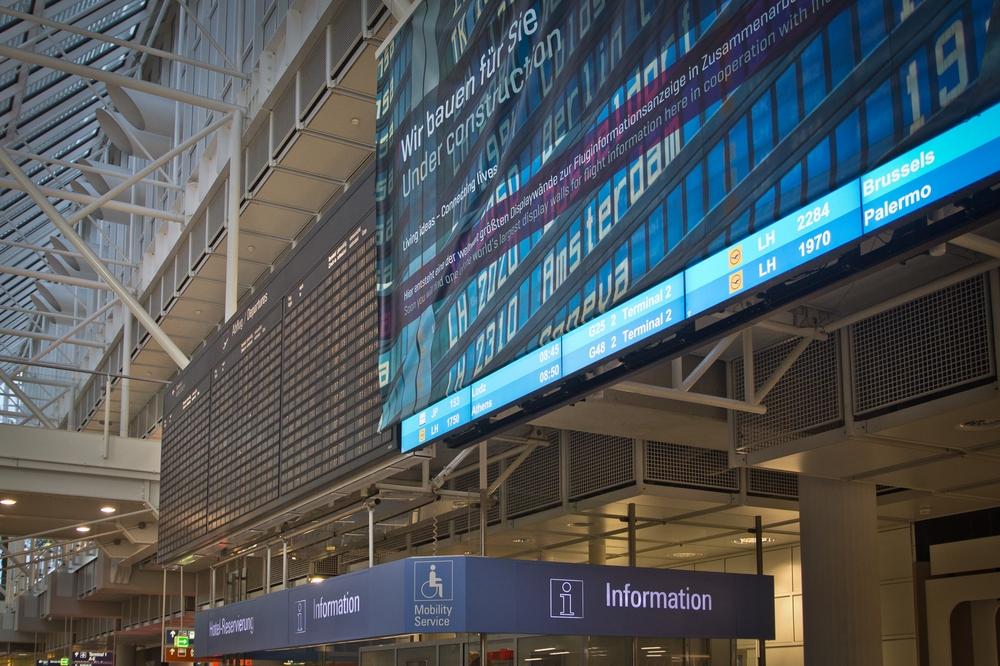LED Anzeigetafel Flughafen München Airport Zentralbereich