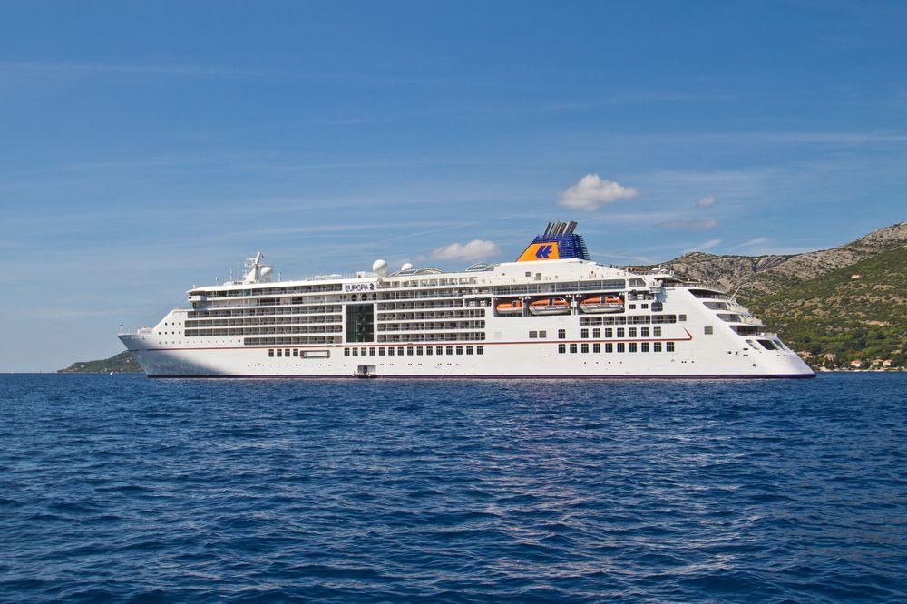 MS Europa 2 Kreuzfahrt Seitenansicht Anker Korčula