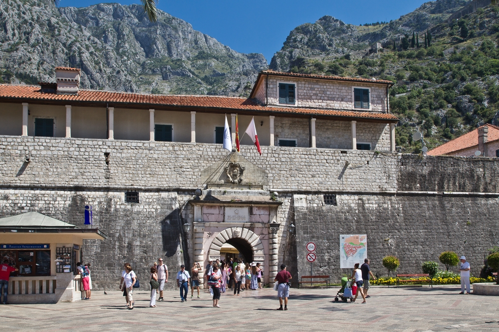 Tor Kotor Montenegro Kreuzfahrt MS Europa 2