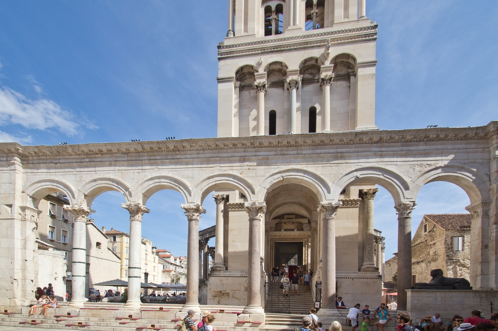 Peristyl des Diokletianspalastes Split Kroatien