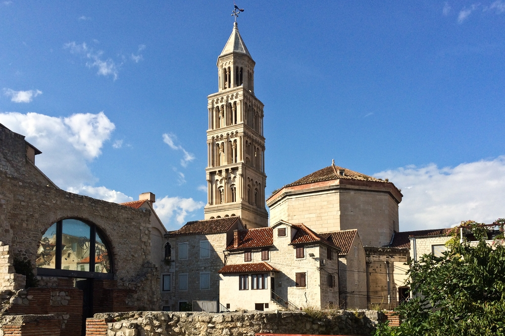 Campanile des Doms St. Domnius Bögen Peristyl Split Kroatien