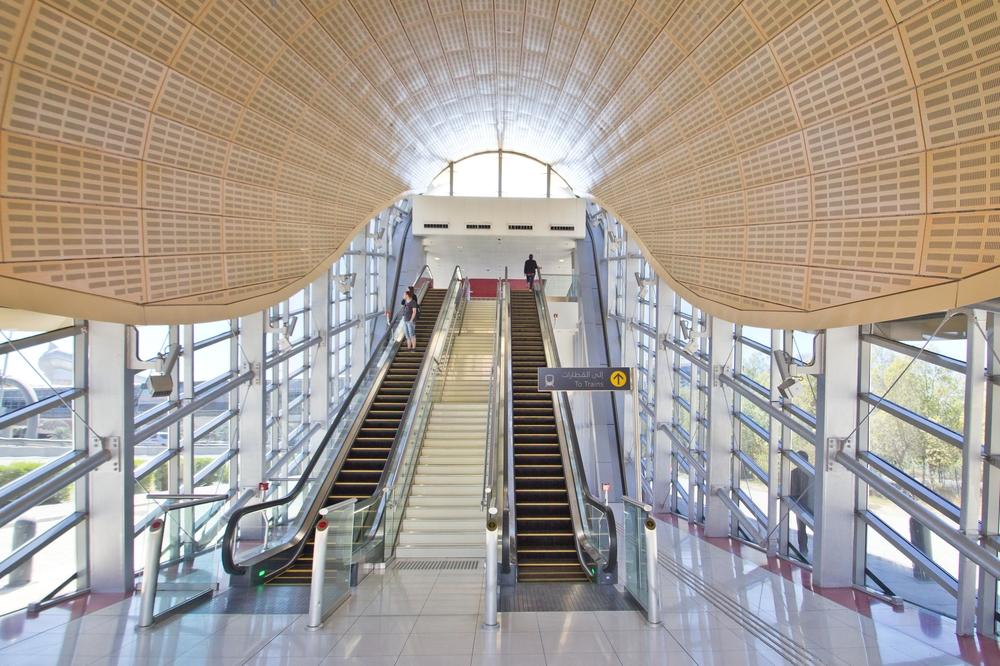Aufgang Dubai Metro Sheik Zahed Road