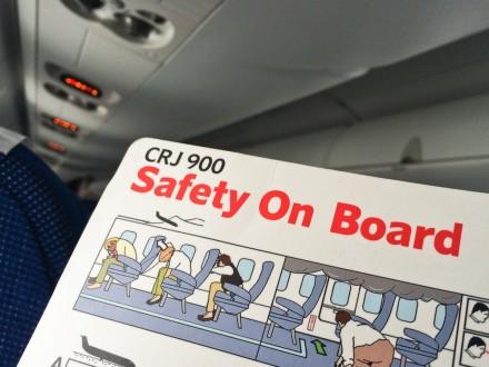 SAS Embraer 195 Safety CRJ 900