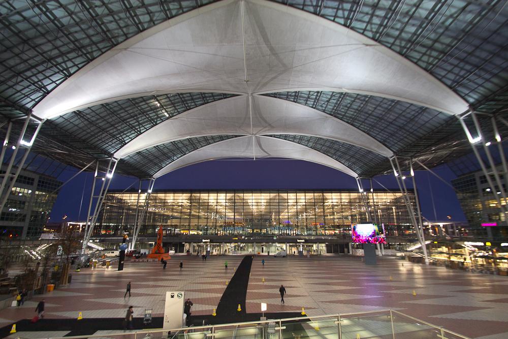 Flughafen München blaue Stunde