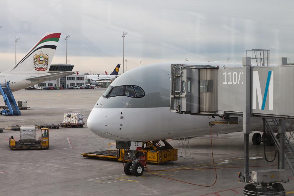 Business_Class_Qatar_Airways_Doha_11.jpg