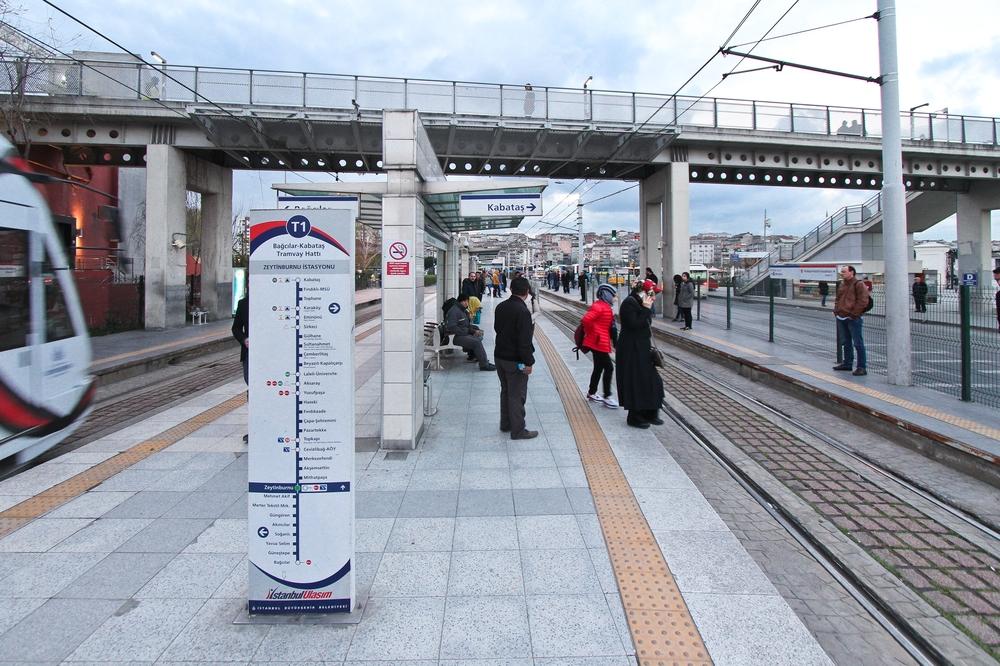 Zeytinburnu Straßenbahn Istanbul Flughafen