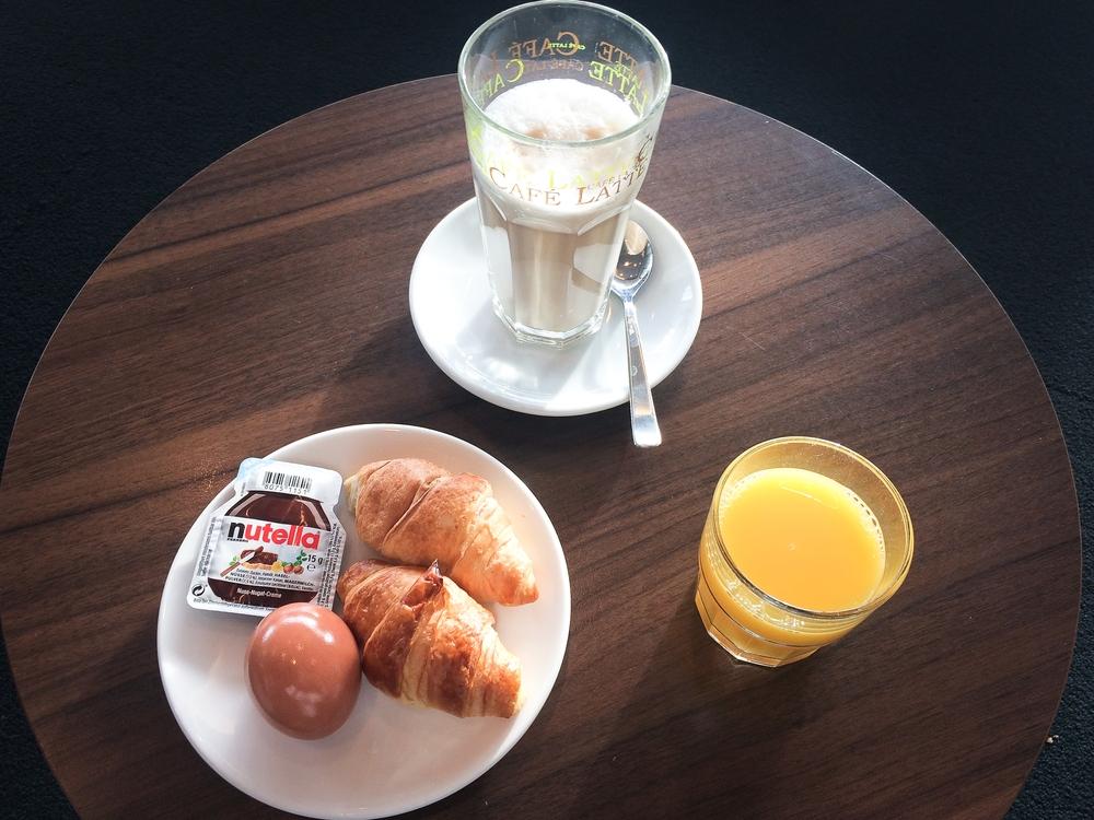 British Airways Galleries Lounge Flughafen München Frühstück