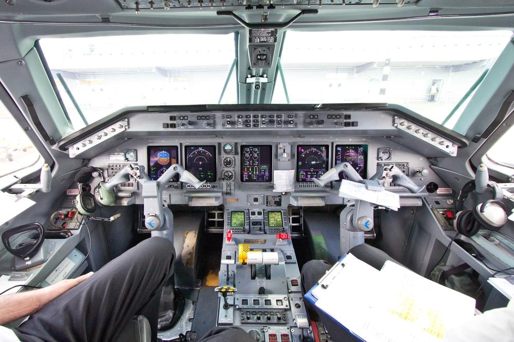 Embraer 145 Cockpit bmi Regional