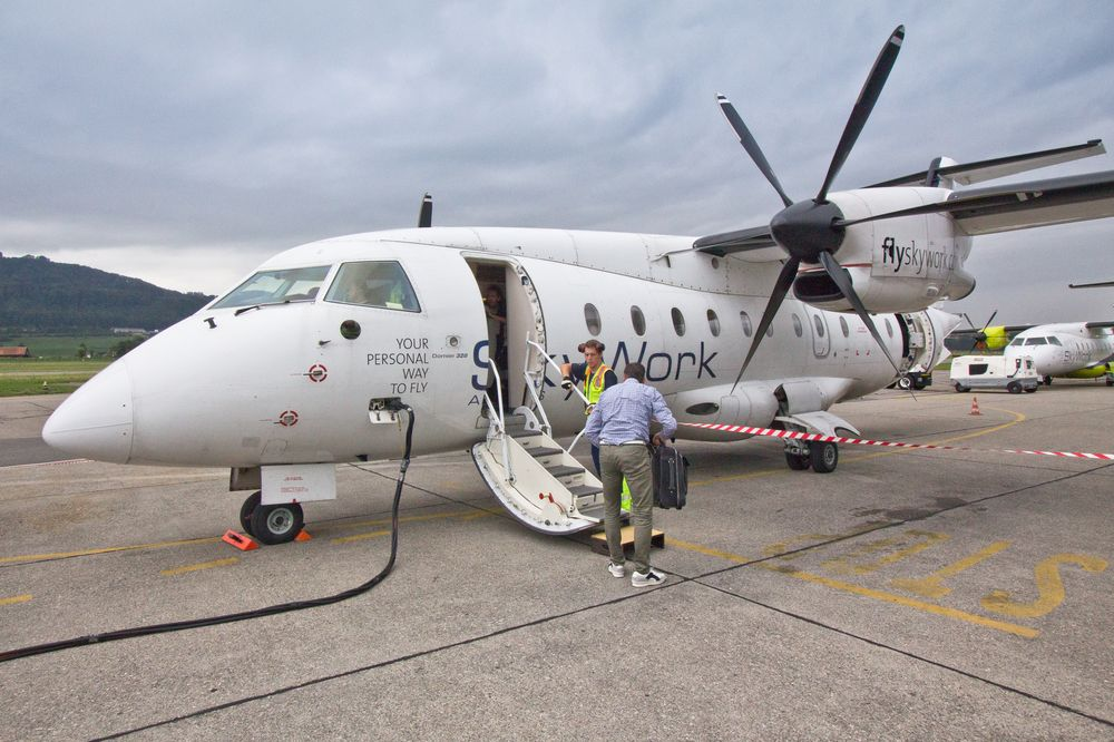 Skywork Dornier 328 Boarding
