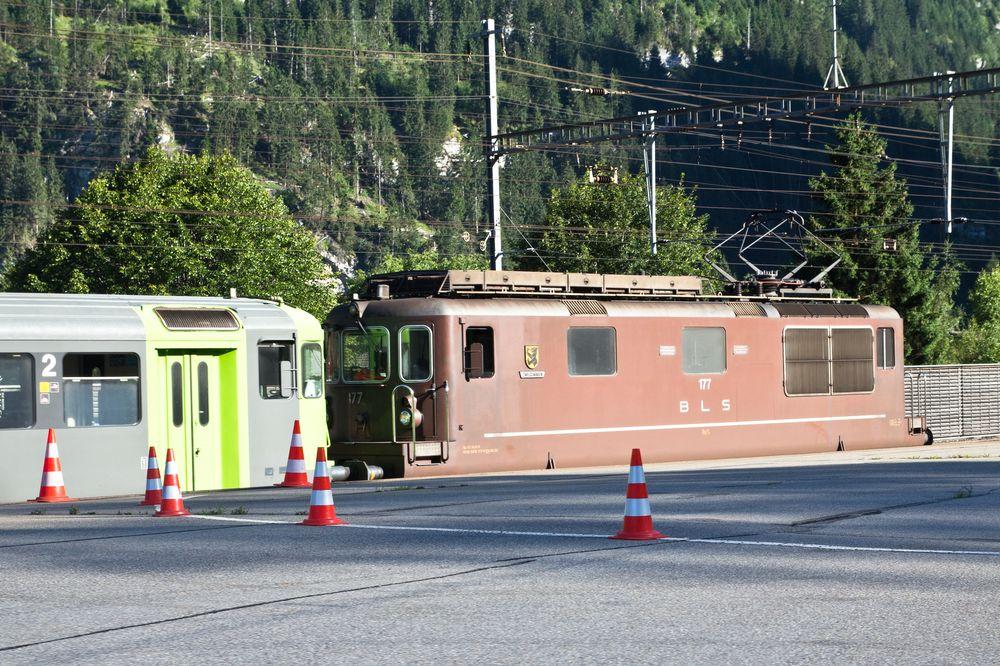 BLS Autoverlad Lötschbergtunnel Kandersteg Goppenstein
