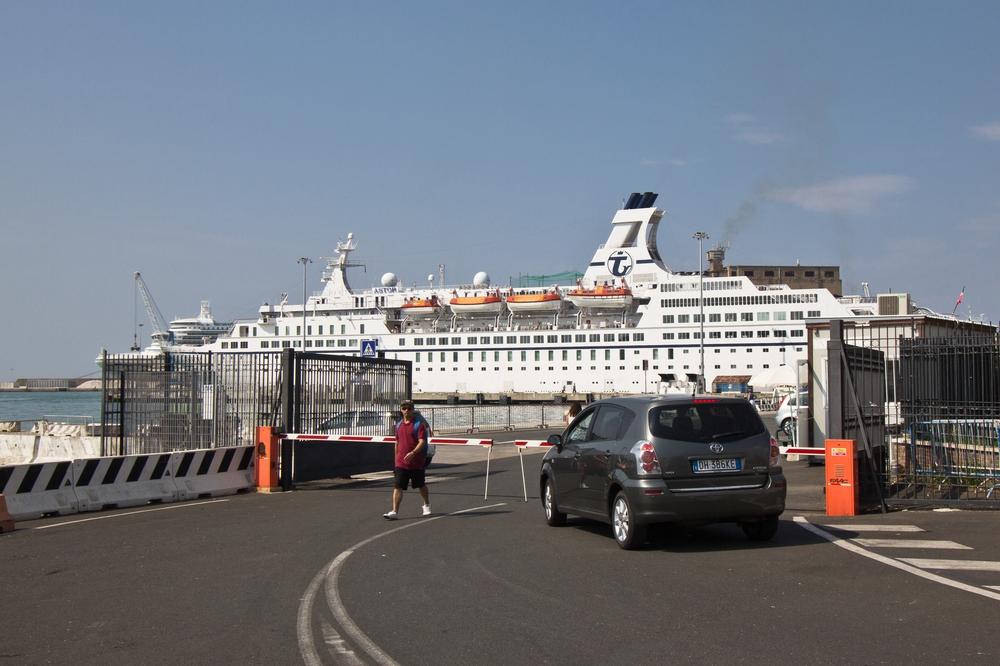 Livorno Hafen MS Astor