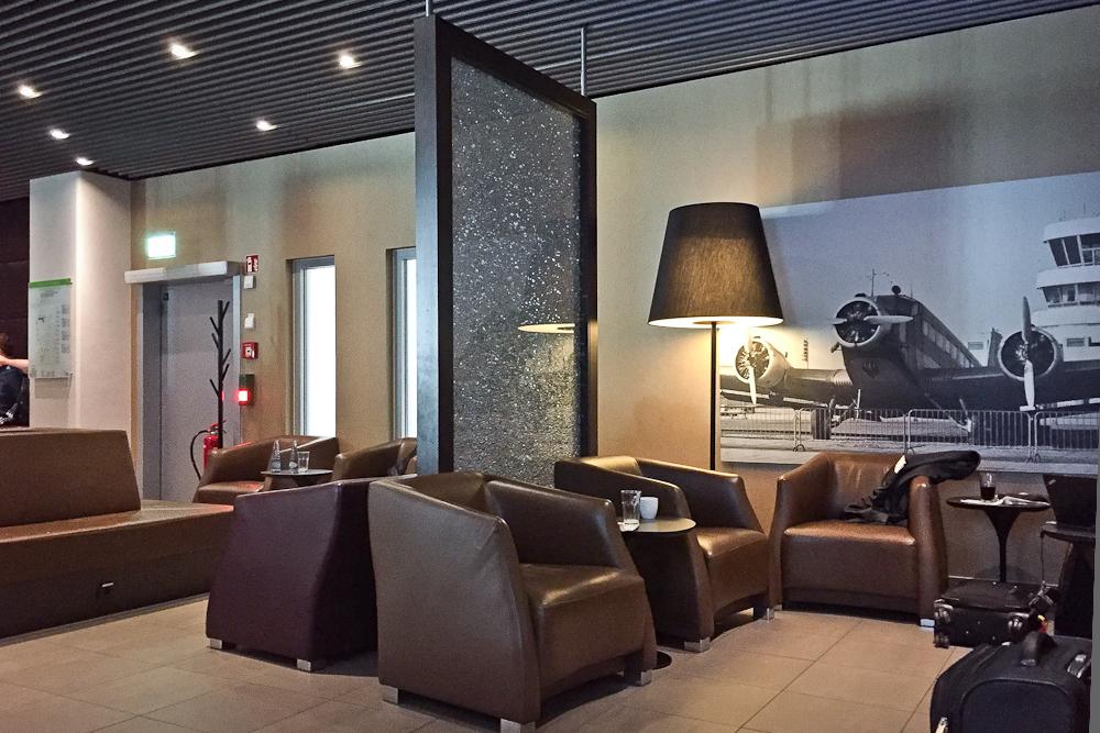 Hugo Junkers Lounge Flughafen Düsseldorf Sessel Sitzbereich