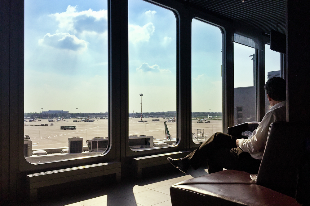 Hugo Junkers Lounge Flughafen Düsseldorf Vorfeldblick