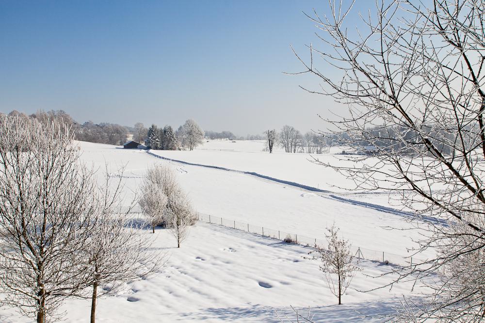 Landschaft Bayern Winter Autobahn A8