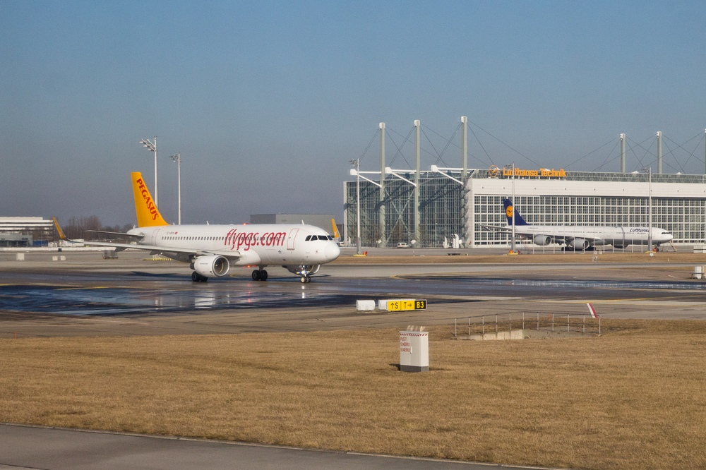 FlyPGS Pegasus Türkei Flugzeug Flughafen München