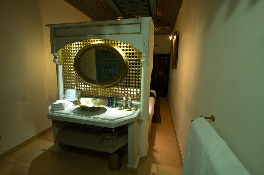 Riad Armelle Hotel Marrakesch Zimmer Bad Waschbecken