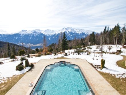 Interalpen-Hotel Tyrol Pool Außenpool Swimming