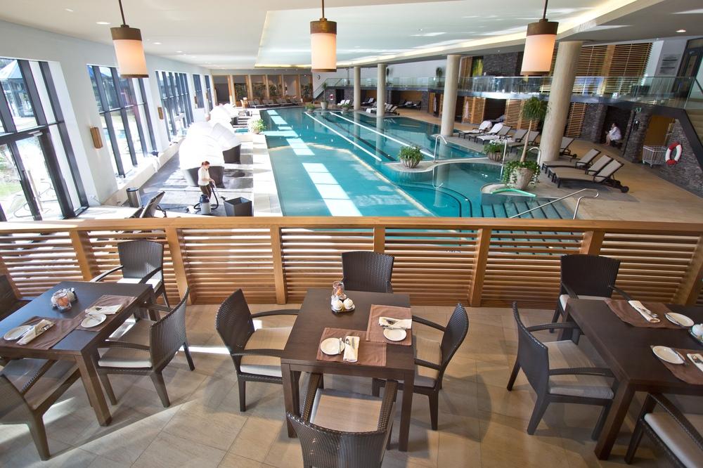 Frühstück Buffet am Pool Interalpen-Hotel Tyrol