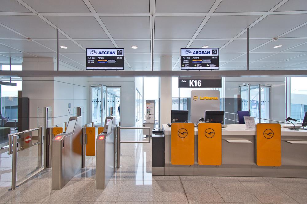 Check-In Schalter Aeagean Flug München Athen