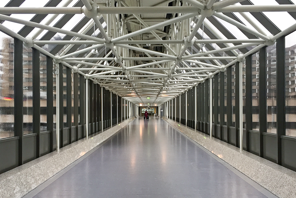 Brücke Sheraton Hotel Flughafen Frankfurt am Main FRA