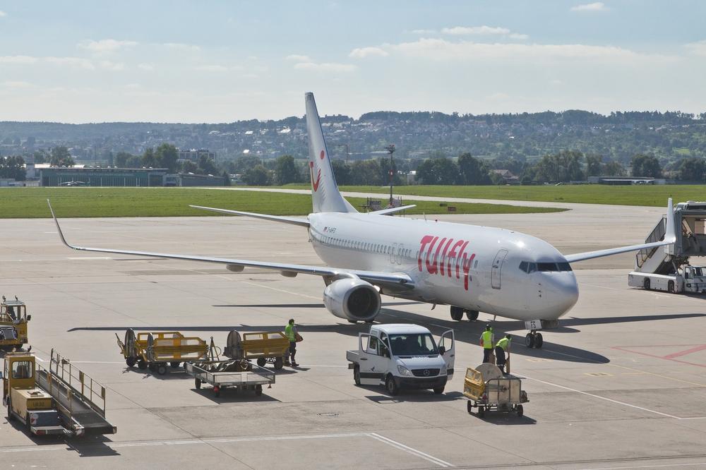 Pauschalreise Teneriffa Urlaub Tuifly Flughafen Stuttgart