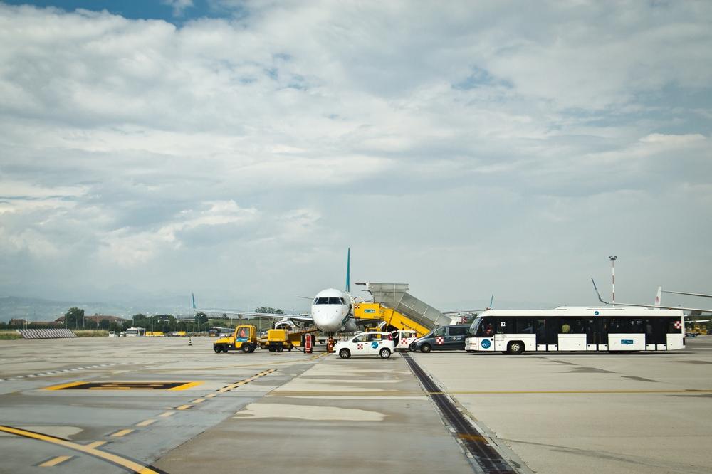Embraer 195 Air Dolomiti Apron Verona