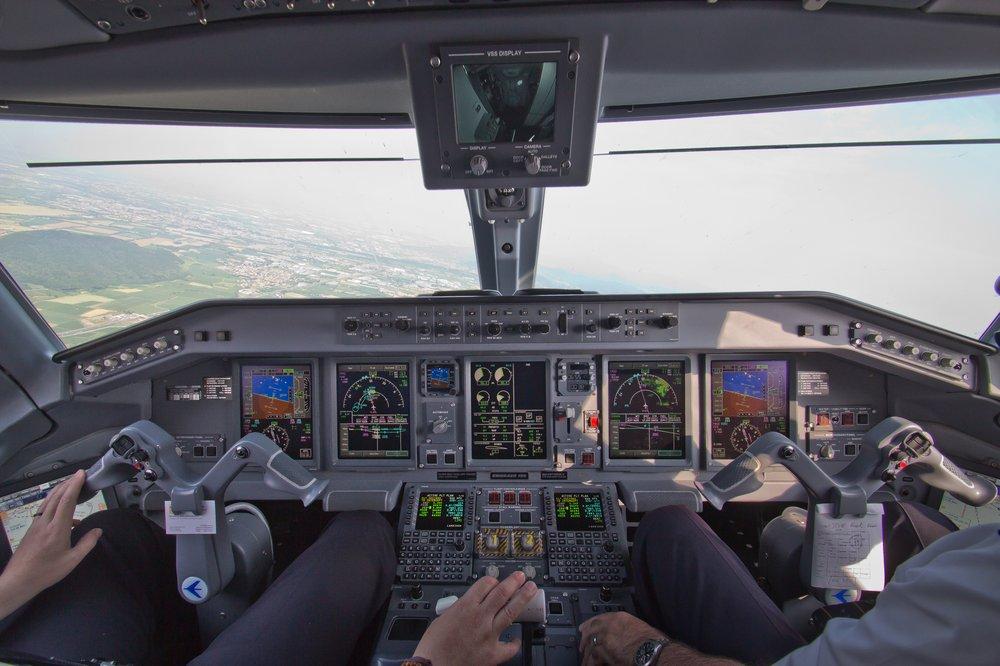enroute Cockpit Embraer 195 Jumpseat