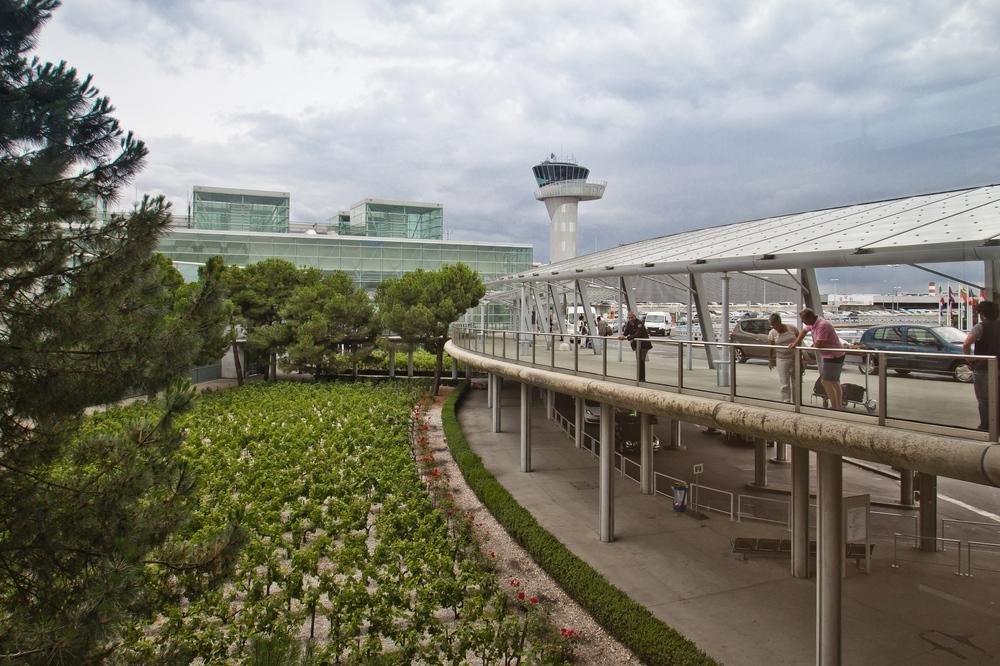 Bordeaux Flughafen Wein
