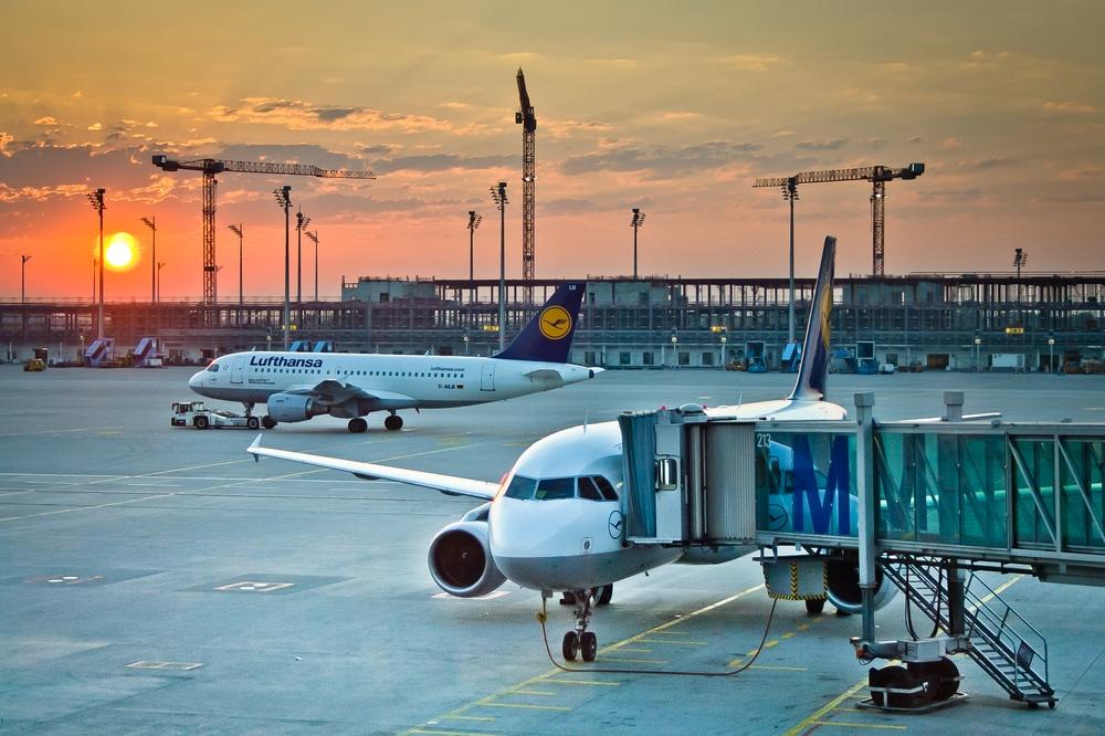 Lufthansa Terminal 2 Airport München Flughafen
