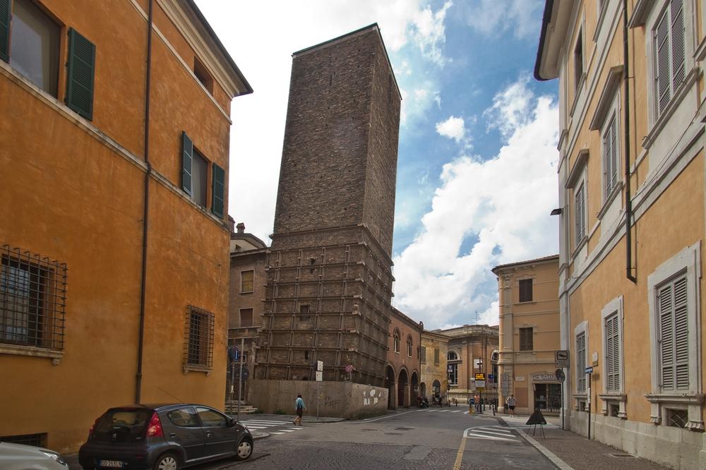 Torre comunale e Sala d'Attorre Ravenna schiefer Turm