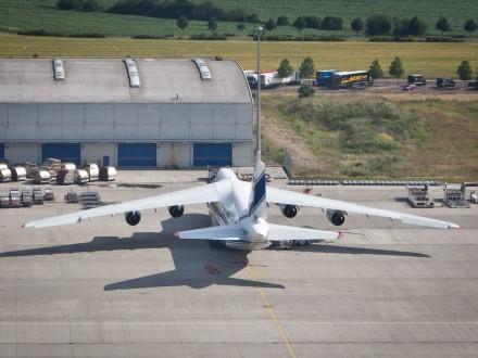 Antonov Frachtflugzeug Leipzig Flughafen