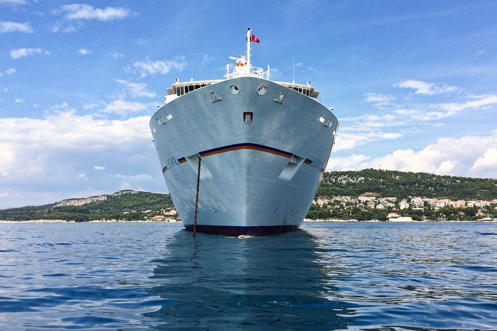 MS Europa 2 Kreuzfahrt Bug Korčula