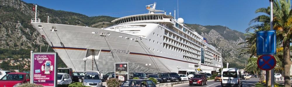 MS Europa 2 im Hafen von Kotor, Montenegro