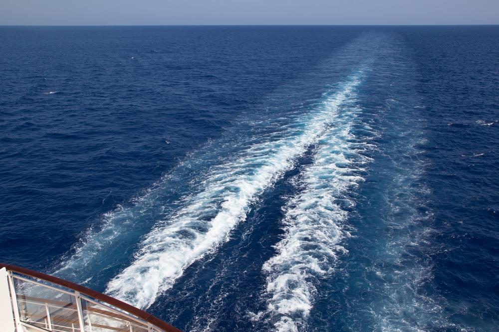 MS Europa 2 Kreuzfahrt Heckwelle Heck