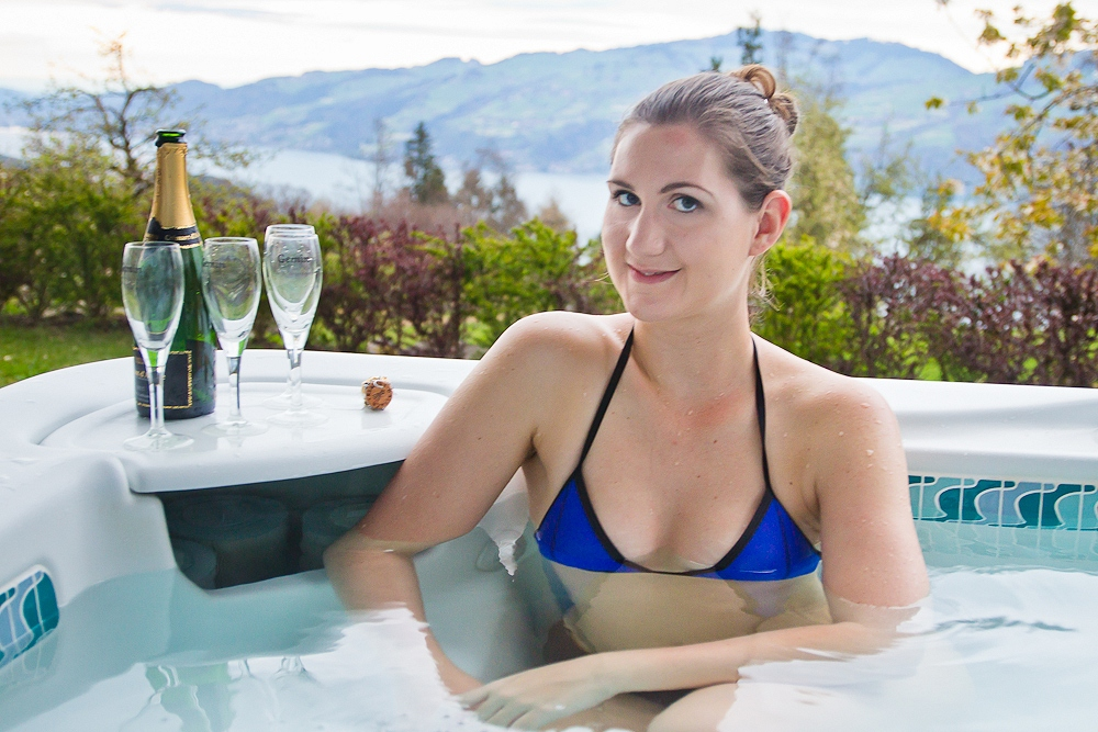 Conny im Whirlpool am Thunersee
