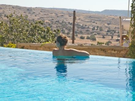 Eveleos Country House Tochni Zypern Infinity Pool