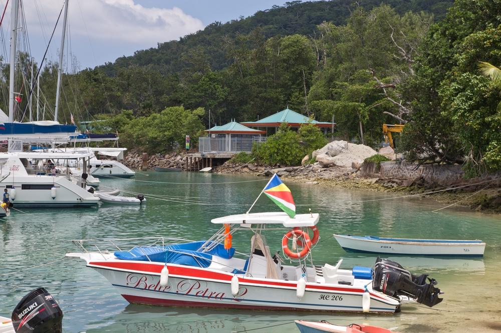 Hafen von La Digue Seychellen