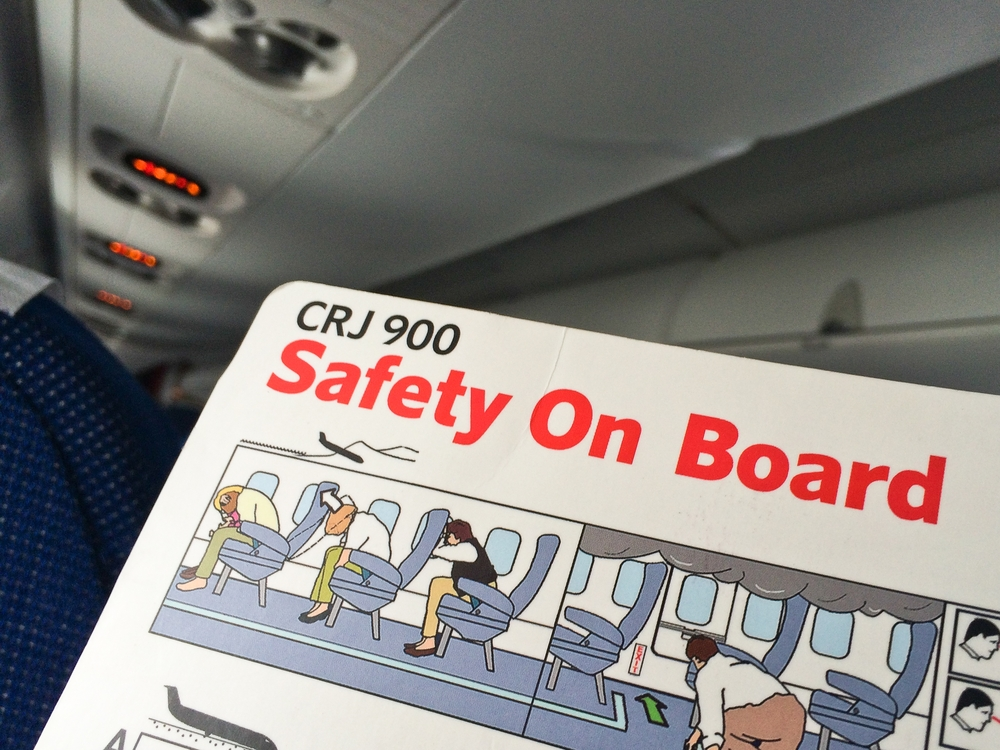 SAS Embraer 195 Safety CRJ 900