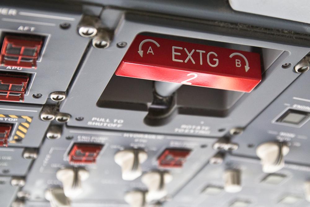 Speed brake Cockpit Flightdeck Embraer 195 Air Dolomiti Bari