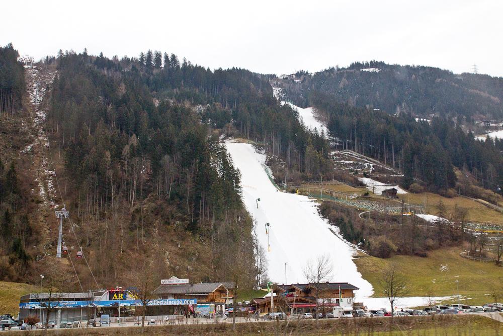 Zillertal Ski Piste Schneekanone
