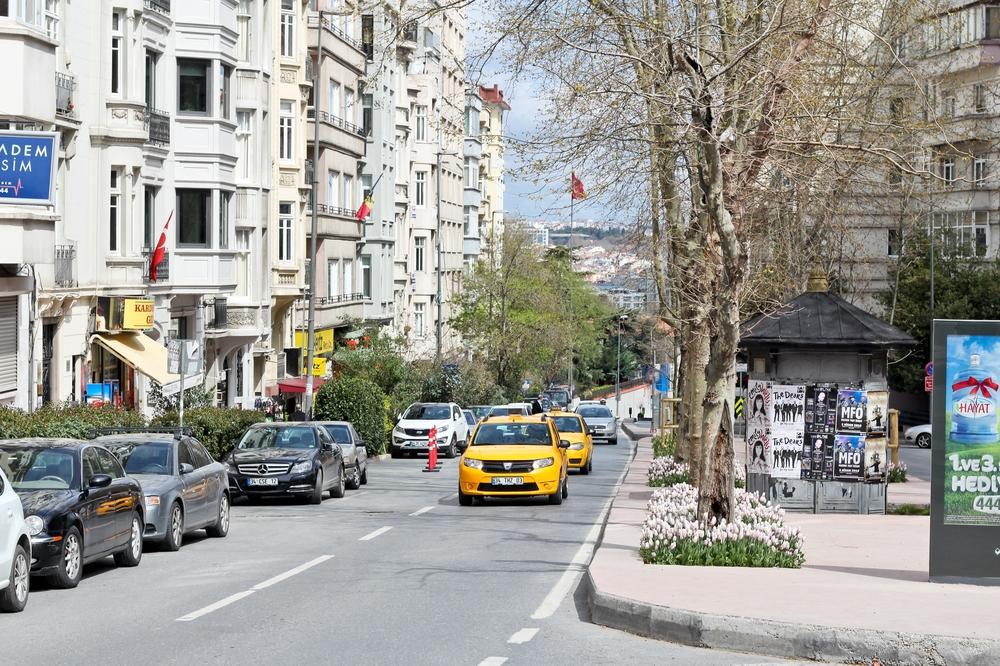 Tulpen Istanbul Städtereise Taksim Platz